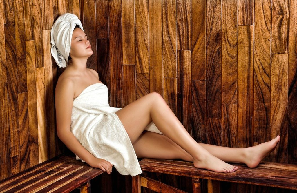 what to wear in a steam room